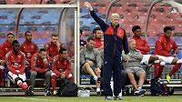 Arséne Wenger ve svém živlu - na lavičce Arsenalu.