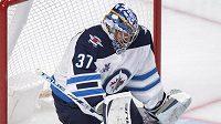 První hvězdou uplynulého týdne NHL byl zvolen brankář Winnipegu Connor Hellebuyck