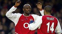 Bývalí fotbalisté Arsenalu Londýn Patrick Vieira (vlevo) a Thierry Henry na archivním snímku.