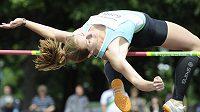 Eliška Klučinová při skoku do výšky na mítinku IAAF ve vícebojích v Kladně.