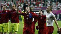 Čeští fotbalisté oslavují postup do čtvrtfinále ME, Milan Petržela druhý zprava.