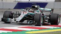 Lewis Hamilton z Mercedesu během tréninku.