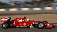 Sebastian Vettel s ferrari ovládl první testy v Jerezu.