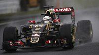 Jezdec Lotusu Romain Grosjean. Uvidíme v roce 2016 francouzského pilota v kokpitu francouzské stáje?