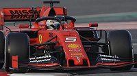 Sebastian Vettel během úvodního testovacího dne před novou sezonou formule 1 na okruhu v Barceloně.