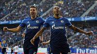 Matija Nastasič (vlevo) a Naldo ze Schalke při utkání s Hamburkem.