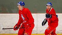 Karel Plášek (vpravo) na tréninku ještě před MS, na snímku s ním je další útočník Jaromír Pytlík.