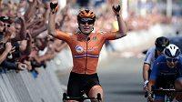Vítězkou silničního závodu na mistrovství Evropy v cyklistice v nizozemském Alkmaaru se stala domácí Amy Pietersová