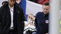 Dánský reprezentant Christian Eriksen před cestou do nemocnice během utkání EURO. (ilustrační foto)