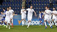 Hráči Slovácka se radují z gólu proti Mladé Boleslavi.