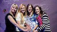 České biatlonistky (zleva) Eva Puskarčíková, Gabriela Soukalová, Jitka Landová a Veronika Vítková na galavečeru IBU s cennou trofejí.