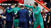 Zraněný brankář West Hamu Lukasz Fabiaňski na hřišti Bournemouthu opouštěl hřiště s natrženým svalem. Nahradil jej Roberto Jiménez.
