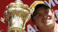 Nico Rosberg se raduje z triumfu v Silverstone.