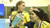 Florbalistky Ostravy se radují po finále poháru.