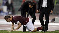 Zraněný kapitán AS Řím Francesco Totti.