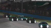 Piloti Virtual GP na okruhu v americké Daytoně svádějí těsný souboj o první příčky. Zdroj: YoutTube @VirtualGP