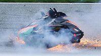 Motocykl jezdce Lorenza Savadoriho během děsivé havárie při Grand Prix Rakouska.