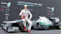 Michael Schumacher s novým monopostem Mercedes.