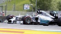 Mercedes Lewise Hamiltona na trati VC Rakouska.