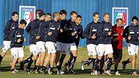 Italové už jsou v dějišti MS. Cannavaro a Gattuso vedou tým při výběhu v jeho tréninkovém centru v Irene.