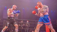 Hora vkročila do ringu. Hafthor Björnsson si připsal svůj první boxerský zápas. Má za sebou exhibici proti Stevenovi Wardovi.