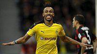 Dortmundský Pierre-Emerick Aubameyang právě rozhodl duel v Leverkusenu.