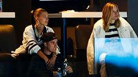 Justin Bieber sleduje porážku Toronta Maple Leafs s Bostonem Bruins 5:1 během sedmého zápasu prvního kola play off.