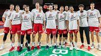 Basketbalisté Mnichova jsou pod kontrolou. Na fotografii je část týmu, která vyjádřila podporu boje proti rasismu.