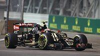 Venezuelský pilot formule 1 Pastor Maldonado při Velké ceně Singapuru.