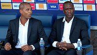 Legendy (zleva) Clarence Seedorf a Patrick Kluivert končí v roli trenérů Kamerunu.