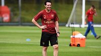 Nový trenér Arsenalu Unai Emery už začal úřadovat.