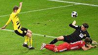 Fotbalista Bayernu Mnichov Joshua Kimmich rozhoduje o vítězství svého týmu v německém Superpoháru nad Borussií Dortmund.