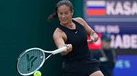 Ruská tenistka Daria Kasatkinová během finálového zápasu proti Tunisance Ons Jabeurové