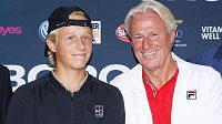 Legendární švédský tenista Björn Borg a jeho syn Leo. Půjde mladík v otcových stopách?