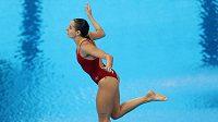 Kanaďanka Pamela Wareová plachtí vzduchem, takto si svůj nejdůležitější skok v kariéře nepředstavovala.