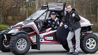 Dušan Randýsek (vlevo) a Rostislav Plný, kteří se s buggy Arctic cat zúčastní Rallye Dakar.
