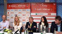 Nehrající kapitán Petr Pála (vlevo) oznámil nominaci na finále Fed Cupu. Nechybí v ní Petra Kvitová ani Lucie Šafářová (druhá zprava).