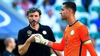 Trenér Wolfsburgu Mark van Bommel a gólman Koen Casteels