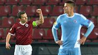 Útočník Sparty David Lafata se raduje z vedoucího gólu proti Slovanu.
