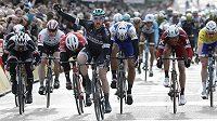 Třetí etapu cyklistického závodu Paříž-Nice vyhrál v hromadném spurtu Ir Sam Bennett, který vybojoval premiérové vítězství ve WorldTour v kariéře.