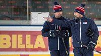 Jaroslav Špaček (vlevo) a Josef Jandač během tréninku hokejové reprezentace před turnajem Channel One Cup.