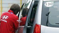 Tomáš Rosický odchází z tréninku fotbalové reprezentace v Polské Vratislavi