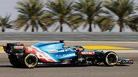 Fernando Alonso na trati v Bahrajnu.