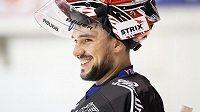 Usměvavý Jakub Kovář během tréninku v rámci kempu hokejové reprezentace před MS