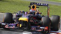 Sebastian Vettel s vozem Red Bull při měřeném tréninku v Monze.