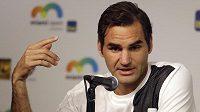 Roger Federer odkládá návrat na kurty.