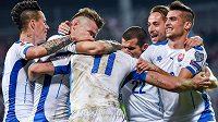 Radost slovenských fotbalistů, jejich tým se poprvé v historii probojoval na závěrečný turnaj ME.