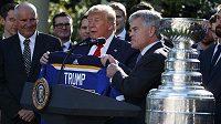 President Donald Trump přijal hokejisty St. Louis v Bílém domě
