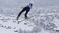 Český skokan na lyžích Roman Koudelka během kvalifikace na druhý závod Turné čtyř můstků v Ga-Pa.