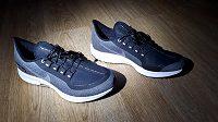 Běžecké boty Nike Air Zoom Pegasus 35 Shield ‒ reflexní je na botě skoro všechno.